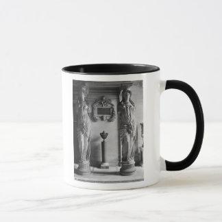 Mug Vue de deux cariatides des cariatides
