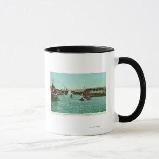 Mug Vue de la ville de FrontRedwood de l'eau, CA