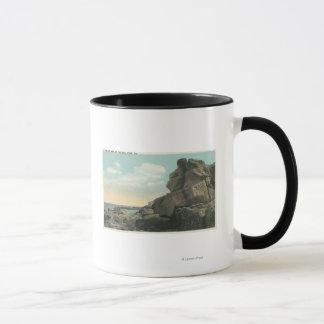 Mug Vue du vieil homme de la formation de roche de mer