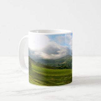Mug Vue panoramique de pré de montagne