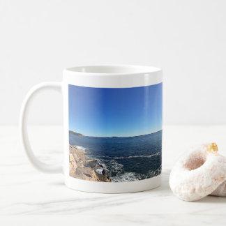 Mug Vue panoramique de Shoreline rocheux