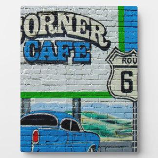 Mur faisant le coin de café de l'itinéraire 66 plaque photo