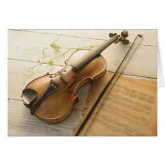 Musique de violon et de feuille carte de vœux