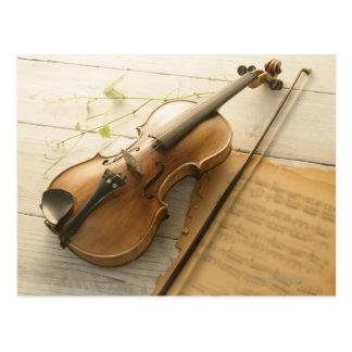 Musique de violon et de feuille carte postale