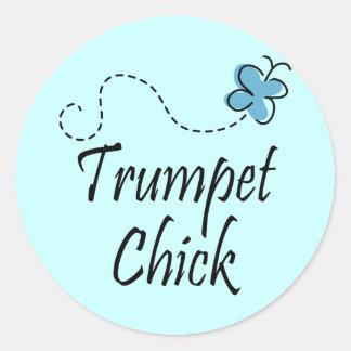 Musique mignonne de poussin de trompette sticker rond