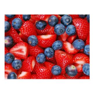 Myrtilles et carte postale fraîches de fraises