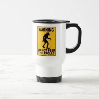 N'alimentez pas les trolls mug de voyage