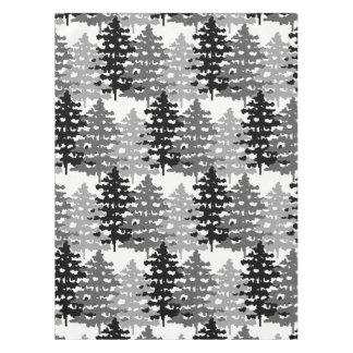 Nappe Pins gris rustiques d'hiver de forêt de région