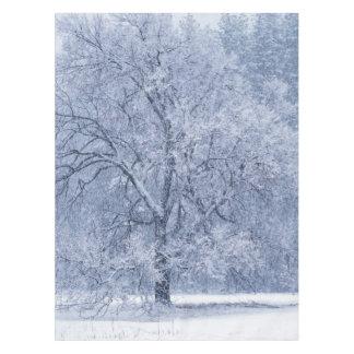 Nappe Scène congelée par hiver d'arbre de Milou