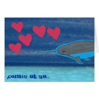 Narwhal dans la carte de Saint-Valentin d'amour