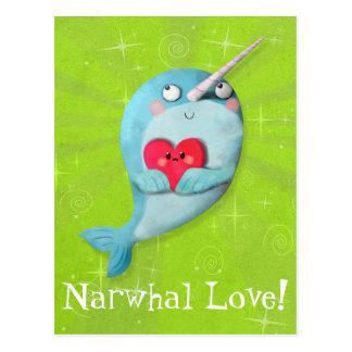 Narwhal mignon avec le coeur carte postale