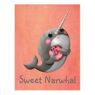 Narwhal timide avec le beignet carte postale