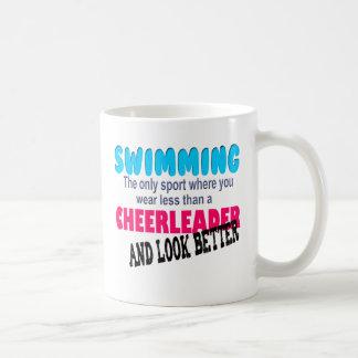 Natation contre Cheerleading Mug