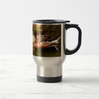 Natation de canard au zoo mug de voyage