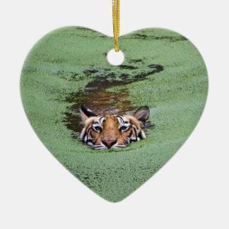 Natation de tigre de Bengale Ornement Cœur En Céramique