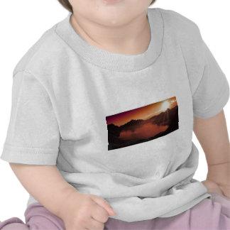 Nature de destin de lac mountains de coucher du so t-shirts