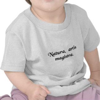 Nature, la maîtresse de l'art. t-shirt