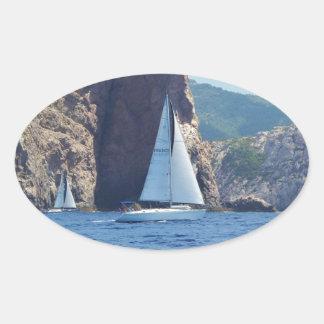 Navigation le long de la côte de la Sardaigne Sticker Ovale