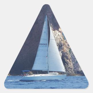 Navigation le long de la côte de la Sardaigne Sticker En Triangle