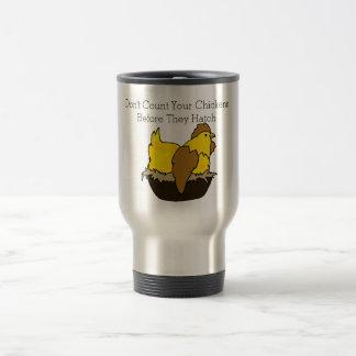 Ne comptez pas vos poulets avant qu'ils hachent mug de voyage