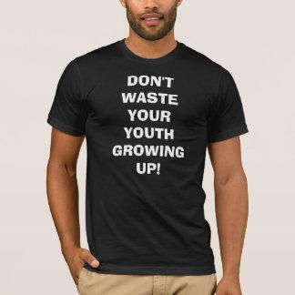 Ne gaspillez pas votre jeunesse grandissant ! t-shirt
