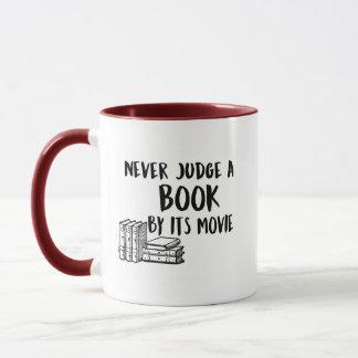 Ne jugez jamais un livre mug