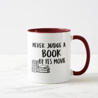 Ne jugez jamais un livre par son film mug
