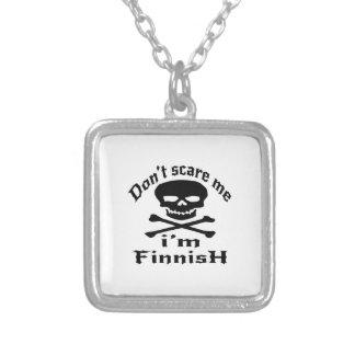 Ne m'effrayez pas que je suis finlandais pendentif carré