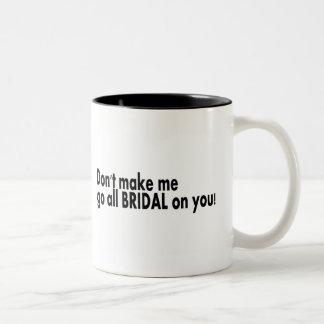 Ne m'incitez pas à aller tout nuptiale sur vous mug bicolore