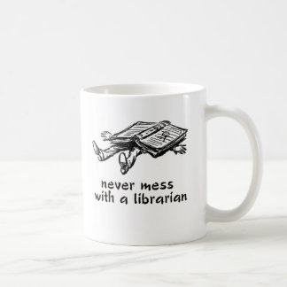 Ne salissez jamais avec un bibliothécaire 2,0 mug