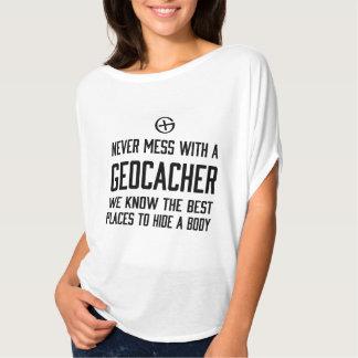 Ne salissez jamais avec un Geocacher… T-shirts