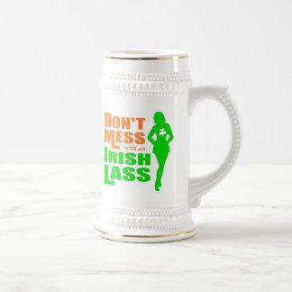 Ne salissez pas avec une jeune fille irlandaise mug à café