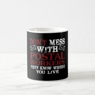Ne salissez pas le travailleur postal mug