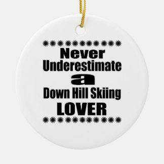 Ne sous-estimez jamais en bas de l'amant de ski de ornement rond en céramique