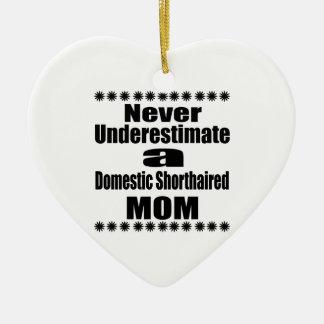 Ne sous-estimez jamais la maman aux cheveux courts ornement cœur en céramique