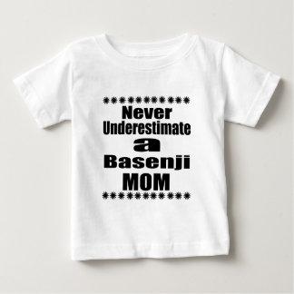 Ne sous-estimez jamais la maman de Basenji T-shirt Pour Bébé