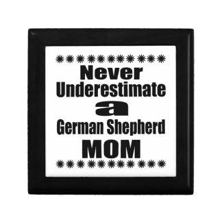 Ne sous-estimez jamais la maman de berger allemand boîte à souvenirs