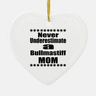 Ne sous-estimez jamais la maman de Bullmastiff Ornement Cœur En Céramique