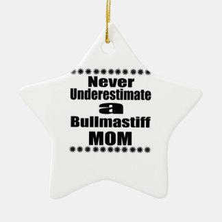 Ne sous-estimez jamais la maman de Bullmastiff Ornement Étoile En Céramique