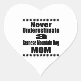 Ne sous-estimez jamais la maman de chien de sticker cœur