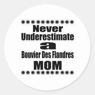 Ne sous-estimez jamais la maman de DES Flandres de Sticker Rond