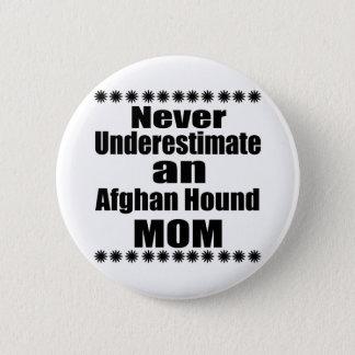 Ne sous-estimez jamais la maman de lévrier afghan pin's