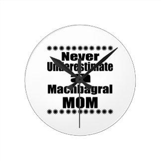Ne sous-estimez jamais la maman de Machbagral Horloge Ronde