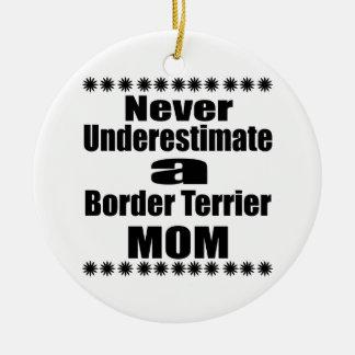 Ne sous-estimez jamais la maman de Terrier de Ornement Rond En Céramique