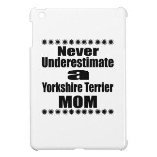 Ne sous-estimez jamais la maman de Yorkshire Étui iPad Mini