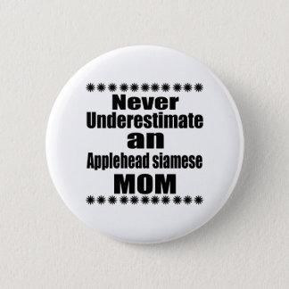 Ne sous-estimez jamais la maman siamoise badge
