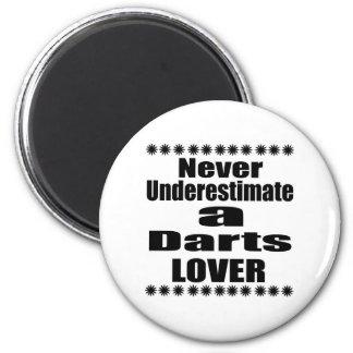 Ne sous-estimez jamais l'amant de dards aimant