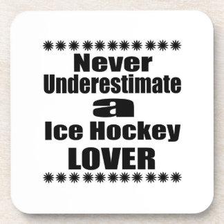 Ne sous-estimez jamais l'amant de hockey sur glace dessous-de-verre