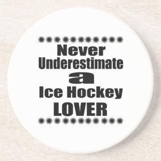 Ne sous-estimez jamais l'amant de hockey sur glace dessous de verre en grès