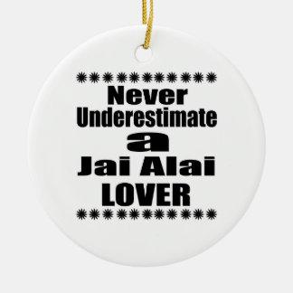 Ne sous-estimez jamais l'amant de Jai Alai Ornement Rond En Céramique